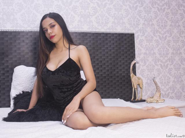 Watch  AbellaGomes live on cam at ImLive